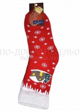 Коледни пухкави топли чорапи с коледни мотиви с къща и снежинки 7429 в червено